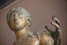 Démontage de l'Apollon du Musée du Louvre, exposé au Musée des Antiquités