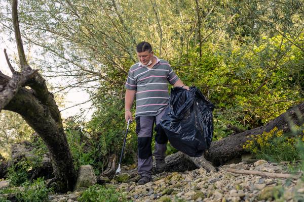 Le saviez-vous ? Le Département favorise l'insertion via le nettoyage des berges de Seine